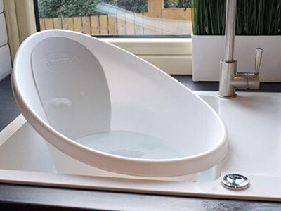 bañera shnuggle compacta en fregadero